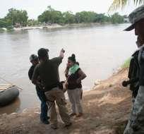 """En el operativo, los agentes """"detuvieron a dos personas"""" que trasladaban a los migrantes. Foto: AFP"""