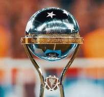 Trofeo de la Copa Sudamericana. Foto: Twitter Copa Sudamericana.