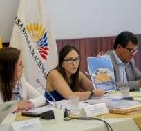 QUITO.- La exfuncionaria presentó las pruebas de descargo ante la Comisión de Fiscalización y Control Político. Foto: Asamblea