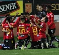 Jugadores de Deportivo Cuenca celebran uno de los goles. Foto: Twitter Deportivo Cuenca.