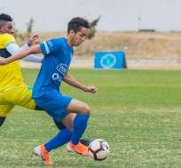 Johan Mina (azul), delantero de la Tri Sub-17. Foto: Twitter FEF.