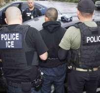 La medida podría incluir a migrantes que han estado en el país por años con casa, trabajo e hijos. Foto: AP (archivo)