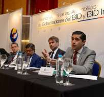 GUAYAQUIL, Ecuador.- Ministro de Economía firma convenio sobre desarrollo, en la víspera de la Asamblea del BID. Foto: API