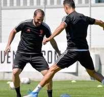 Cristiano Ronaldo frente a Gonzalo Higuaín en una práctica de la Juve. Foto: Twitter Juventus.
