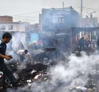 Incendio destruye unas 200 casas en Lima. Foto: AFP