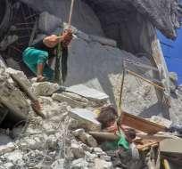 La foto que capta el drama de tres niñas en Siria. Foto: AFP