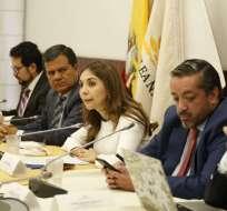 QUITO, Ecuador.- Dos juristas compartieron sus criterios sobre el juicio ante la comisión de Fiscalización. Foto: API