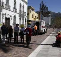 QUITO, Ecuador.- Uno de los maestros jubilados en huelga de hambre fue atendido por un quebranto. Foto: API