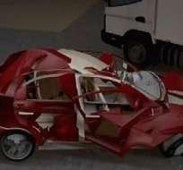 DURÁN.- Un vehículo fue embestido por un camión la madrugada de este martes. Foto: Captura de pantalla