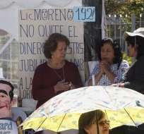QUITO, Ecuador.- Representantes de los retirados se reúnen con delegados del Gobierno y del Legislativo. Foto: API