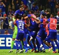 Jugadores de Emelec, celebrando un gol.