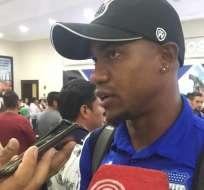 Dixon Arroyo en el aeropuerto de Guayaquil. Foto: Radio Huancavilca.