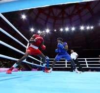 Julio Castillo (azul) en su combate de hoy. Foto: Twitter Comité Olímpico.