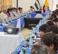 BAHÍA DE CARÁQUEZ, Ecuador.- El mandatario y los ministros de Estado sesionaron en esta localidad. Foto: Presidencia