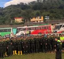IMBABURA, Ecuador.- 1.056 servidores de la Policía Nacional realizan una minga en el sector de Buenos Aires. Foto: Twitter