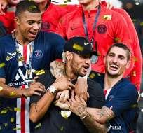 Jugadores festejan junto a Neymar. Foto: Twitter PSG.