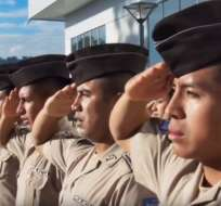 ECUADOR.- La Policía busca sumar 200 uniformados de nivel directivo y 1.800 servidores técnicos. Foto: Archivo