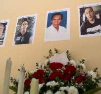 ZARUMA, Ecuador.- Familiares y amigos de los fallecidos los recordaron en los exteriores de la mina.