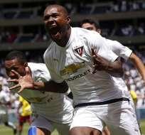 Anangonó celebrando un gol.