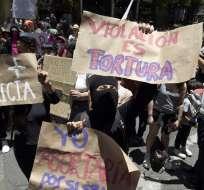 Manifestación pide sanciones a gendarmes acusados de violar a 2 menores. Foto: AFP