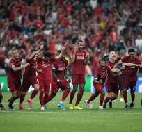 Jugadores del Liverpool celebrando luego de los penales. Foto: Twitter Liverpool.