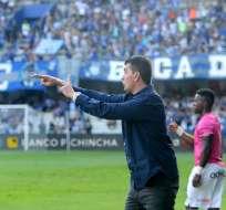 El entrenador se mostró molesto porque los jugadores no hicieron lo que se había entrenado. Foto: API