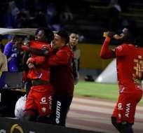 Jugadores de El Nacional celebran en el Atahualpa. Foto: Twitter El Nacional.