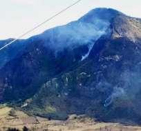 Las operaciones se extenderán hasta que se logre el control total del incendio. Foto: Bomberos Quito