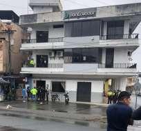 NARANJAL, Ecuador.- Entre los hechos que investiga Fiscalía es la colocación de chalecos a dos empleados. Foto: Fiscalía