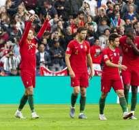 Ronaldo festeja levantando los brazos. Foto: Twitter Portugal.