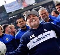 Maradona junto a los jugadores de Gimnasia. Foto: Twitter Gimnasia.