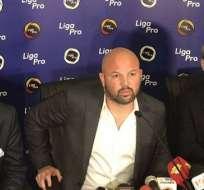 Miguel Ángel Loor (medio), presidente de Liga Pro.