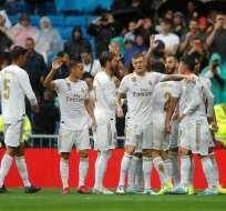 Jugadores madrileños celebrando el gol.