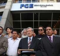 QUITO, Ecuador.- Los cuatro expolicías, sentenciados por intento de magnicidio, presentaron la denuncia en Fiscalía. Foto: API