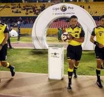 Árbitros previo al partido entre El Nacional - Técnico Universitario. Foto: API.