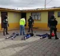 Momento de la captura de una banda que estaría implicada en el asalto durante una boda en el sur de Quito. Foto: Captura