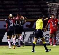 Jugadores de Técnico Universitario festejan un gol. Foto: API.