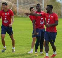 Jugadores de Delfín en una práctica del club. Foto: Twitter Delfín.