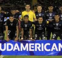 Jugadores de IDV previo a un duelo por Copa Sudamericana.