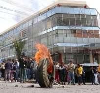 TULCÁN, Ecuador.- Manifestantes intentaron tomarse la Gobernación. Vicepresidente Sonnenholzner rechaza medida. Foto: Ecuavisa