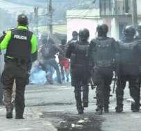 TULCÁN, Ecuador.- Policías vuelven a dispersar a los manifestantes con gases lacrimógenos. Foto: Paola Andrade/Ecuavisa