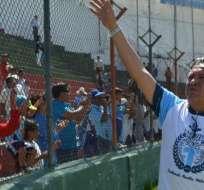 Miller Salazar saluda a los hinchas de Macará.