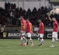 Jugadores de Deportivo Cuenca festejan ante Fuerza Amarilla. Foto: API.