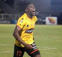 Marcos Caicedo festeja su remate que terminó en gol. Foto: API.