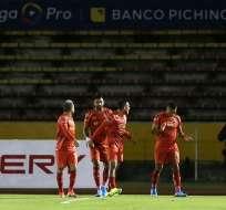 Jugadores festejan el tanto de Aguirre. Foto: API.