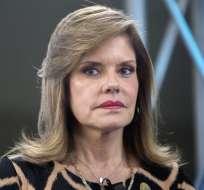 """La economista Mercedes Aráoz juró como """"presidenta en funciones"""" después de que el presidente Vizcarra anunciara la disolución."""
