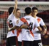 Elementos de River se abrazan tras el partido. Foto: Twitter River Plate.