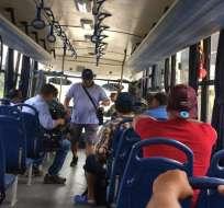 Las FF.AA. dan servicio de transporte público a la ciudadanía. Foto: Twitter FFAA