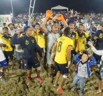 La 'Tricolor' venció 5-4 a Paraguay en Manta y logró el título de la Zona Norte. Foto: Tomada de @FEFecuador