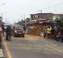 Campesinos la cerraron desde la mañana por el paro contra medidas de Moreno. Foto: César Velasteguí